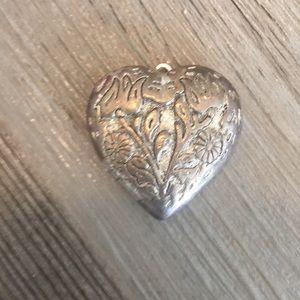Jewelry - Heart pendent